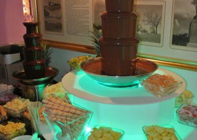 dwie fontanny czekoladowe z podestem3