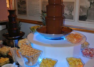 dwie fontanny czekoladowe z podestem 4